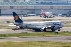 旅客用国内線では引退してしまったB747が2機。奥がQANTAS、手前がLufthansa。やはりジャンボは美しいです 1/640 373mm f/14 ISO-640