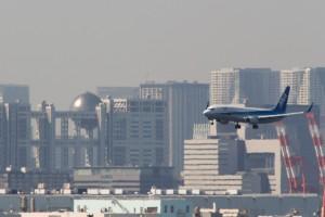 アプローチ中の機体とフジテレビ 1/800 500mm f/14 ISO-640