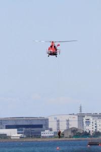 消防ヘリにより救助デモ